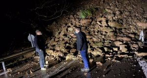 Αγρίνιο – Στριγάνια: «Έπεσε» το βουνό στη μέση του δρόμου…