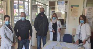 Ο Γιώργος Βαρεμένος στο εμβολιαστικό κέντρο του Κέντρου Υγείας Αγρινίου