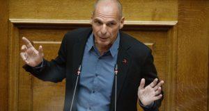 Βαρουφάκης: «Κυβερνητικό φιάσκο με τα εμβόλια»