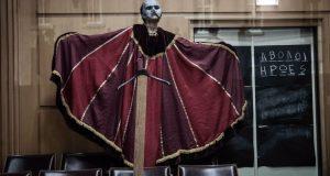 ΔΗ.ΠΕ.ΘΕ. Αγρινίου: Δείτε διαδικτυακά μία ξεχωριστή παράσταση τους «Άβολους Ήρωες»…