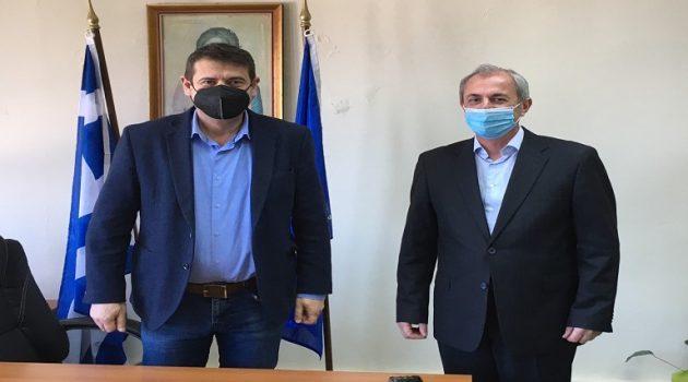 Κατσούλας – Κωνσταντάρας συζήτησαν για θέματα που απασχολούν τους Δήμους τους