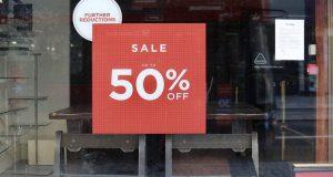 Εκπτώσεις: Πότε ξεκινούν, ποιες Κυριακές θα είναι ανοιχτά τα καταστήματα