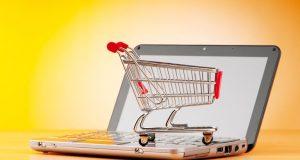 «E- λιανικό»: Ξεκίνησε σήμερα – Επιδοτεί χιλιάδες επιχειρήσεις για e-shop
