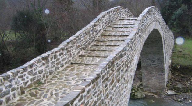 Το εντυπωσιακό πέτρινο Γεφύρι της Βέργας στην Πετρώνα Αιτωλ/νίας! (Photos)
