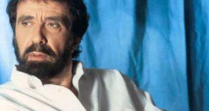Πέθανε ο σπουδαίος τραγουδιστής Αντώνης Καλογιάννης (Video)
