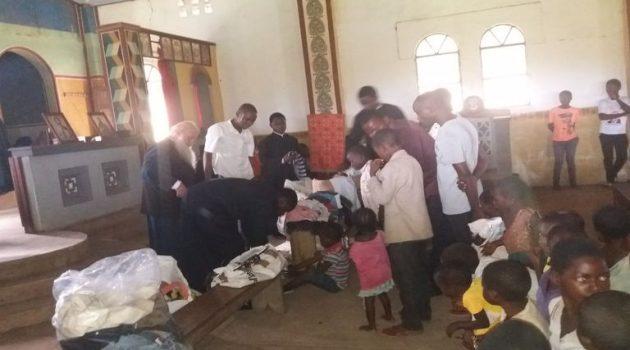 Αγρίνιο: Δώρα αγάπης στην ενορία Ι.Ν. Προφήτου Ηλιού Mikalayi Κανάγκας (Photos)