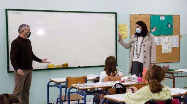 Κεραμέως: «Δεν υπάρχει εισήγηση για να κλείσουν τα σχολεία» (Video)