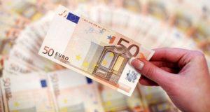 Ποιοι πληρώνονται την Τρίτη το επίδομα των 534 ευρώ