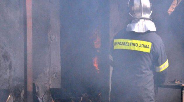 Ναύπακτος: «Άρπαξε» φωτιά μονοκατοικία στην οδό Εθνικής Αντιστάσεως