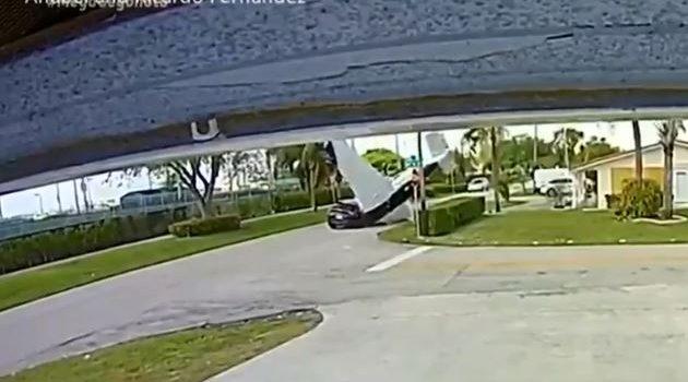 Η.Π.Α.: Αεροπλάνο έπεσε πάνω σε αυτοκίνητο – Τρεις νεκροί (Video)