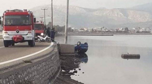 Τουρλίδα: Σώος και αβλαβής οδηγός μετά την πτώση του αυτοκινήτου του στη θάλασσα