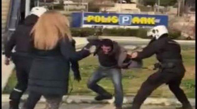 Σε διαθεσιμότητα ο αστυνομικός για τον ξυλοδαρμό πολίτη στη Νέα Σμύρνη