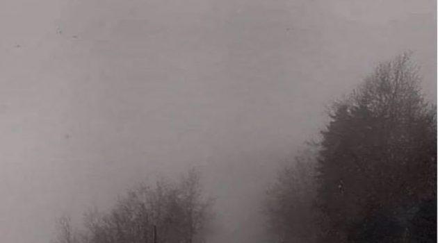 Στα λευκά «ντύθηκε» η Εύβοια – Έπεσαν οι πρώτες νιφάδες χιονιού (Video – Photos)