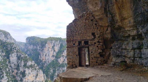 Μονοδένδρι στα Ζαγοροχώρια: Τα πιο επικίνδυνα μονοπάτια της Ελλάδας από ψηλά (Video)