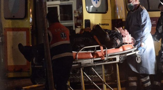 Νέα Σμύρνη: Καρέ-καρέ η επίθεση σε βάρος του αστυνομικού (Videos – Photos)