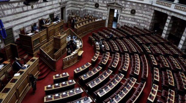 Βουλή: Εγκρίθηκε η τροπολογία για τα μέλη της επιτροπής λοιμωξιολόγων