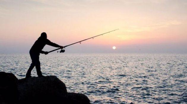 Ελεύθερο το ψάρεμα στους παραθαλάσσιους Δήμους