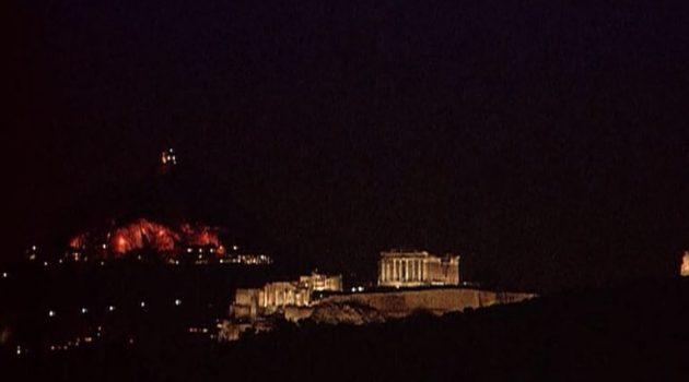 Την «ώρα της Γης» στο σκοτάδι βυθίστηκε η Ακρόπολη (Photos)