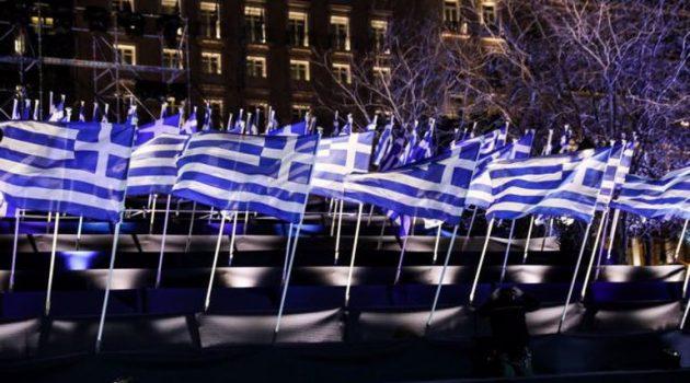 200 σημαίες στο Σύνταγμα φωταγωγημένες για την 25η Μαρτίου (Photos)