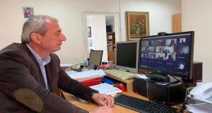 Τηλεδιάσκεψη Κωνσταντάρα με επιστήμονες για το «μεταχρωματικό έλκος του πλατάνου»
