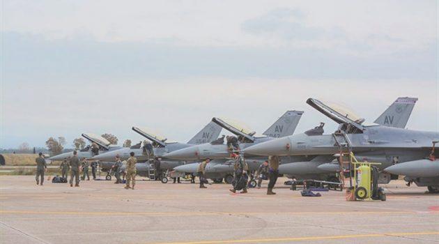 «Τράφικ» μαχητικών στην Ανδραβίδα – Ο «Ηνίοχος» φέρνει 100 πολεμικά αεροπλάνα στην Ελλάδα