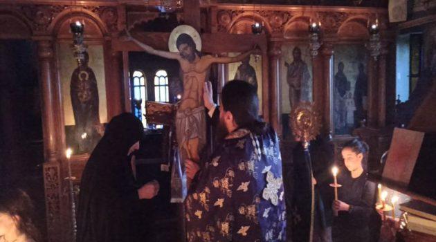 Ακολουθία των Παθών στην Ιερά Μονή Ευαγγελισμού της Θεοτόκου Παραβόλας (Videos – Photos)