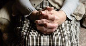 Πάτρα: Γιαγιά ήθελε να εμβολιαστεί στα 103 της χρόνια!