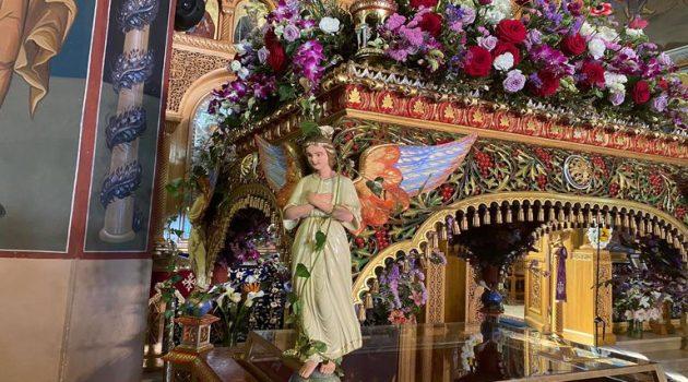 Ιερός Ναός Αγίου Δημητρίου Αγρινίου: Ο Στολισμός του Επιταφίου (Photos)