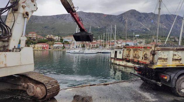 Πάλαιρος: Καθαρισμός του λιμανιού από φερτά υλικά