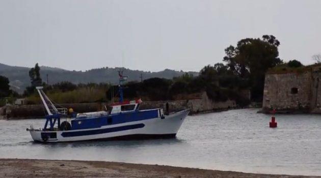 Ιόνιο: Παράνομη αλιεία αλβανικής μηχανότρατας (Video)