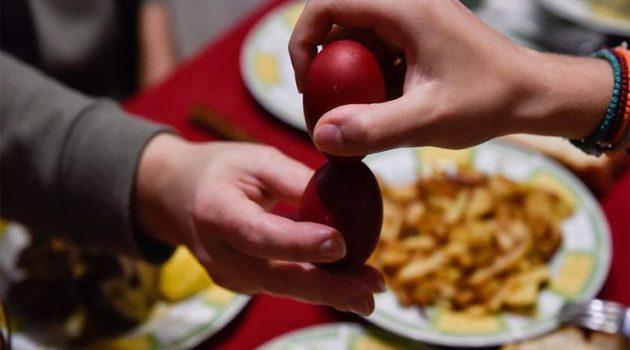 Τι ισχύει για μετακινήσεις και το γιορτινό τραπέζι – Πόσα άτομα επιτρέπονται