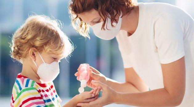 Παπαευαγγέλου: «Αν ο ιός τρυπώσει στο σπίτι θα μολύνει όλη την οικογένεια» (Video)