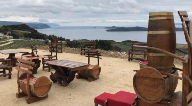 Χαλκιδική: «Θρόνος του Ξέρξη» από βαρέλια κρασιού
