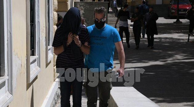 Στα δικαστήρια της Ευελπίδων ο 22χρονος επιδειξίας της Νέας Σμύρνης