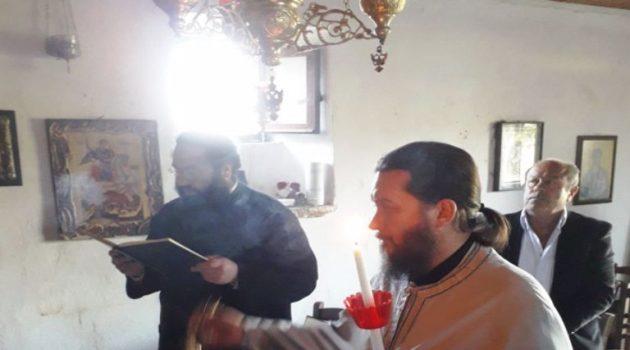 Αναστάσιμη Θεία Λειτουργία τελέσθηκε στον Αϊ Γιώργη Βελαώρας (Photos)
