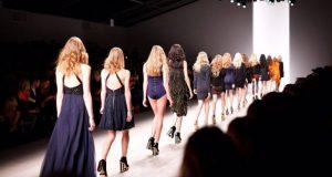 Οι ζωντανές επιδείξεις μόδας επιστρέφουν στο Παρίσι