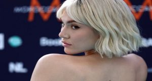 Eurovision: Η εντυπωσιακή εμφάνιση της Έλενας Τσαγκρινού στο Turquoise Carpet…
