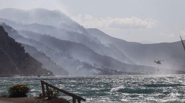 Φωτιά στην Κορινθία: Σε «πύρινο κλοιό» τα Μέγαρα για δεύτερο 24ωρο (Photos)