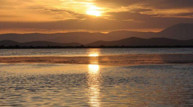 Το ηλιοβασίλεμα στην Πλώσταινα Μεσολογγίου (Video – Photos)