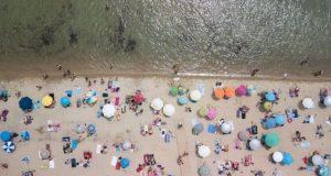 Άνοίγουν σήμερα οι οργανωμένες παραλίες – Πώς θα λειτουργήσουν (Video)