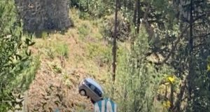 Ναύπακτος – Κάστρο: Αυτοκίνητο έφυγε στο κενό (Video)