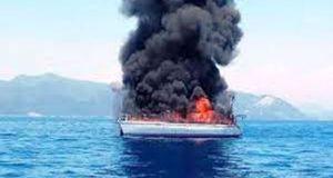 Ιστιοφόροτυλίχτηκε στις φλόγες και βυθίστηκε ανοικτά της Λευκάδας