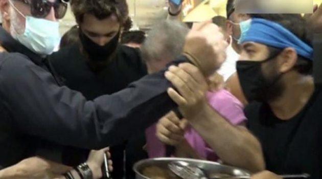 Νίκος Μπάρτζης: Τον υποδέχτηκε στο αεροδρόμιο με ένα ταψί μπιφτέκια