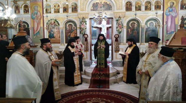 Με τη δέουσα εκκλησιαστική λαμπρότητα πανηγύρισε ο Ι.Ν. Αγίας Τριάδος Αγρινίου (Photos)