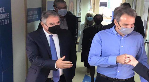 Γιάννης, Κυριάκος και… το Mega Εμβολιαστικό Κέντρο (Photos)