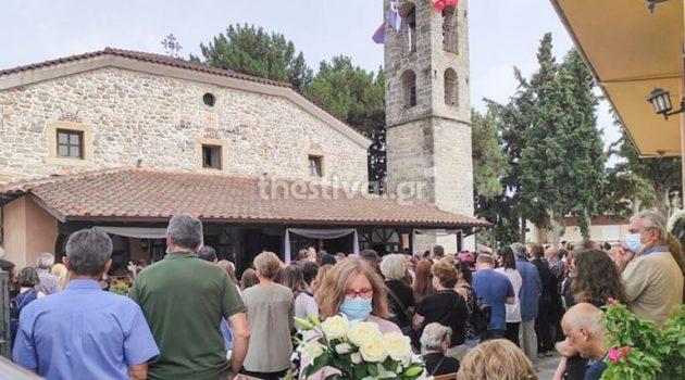 Θεσσαλονίκη: Σπαραγμός στην κηδεία της 14χρονης που πέθανε μετά από επέμβαση