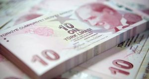 Τουρκική λίρα: Ο Ερντογάν μιλάει και το νόμισμα καταρρέει