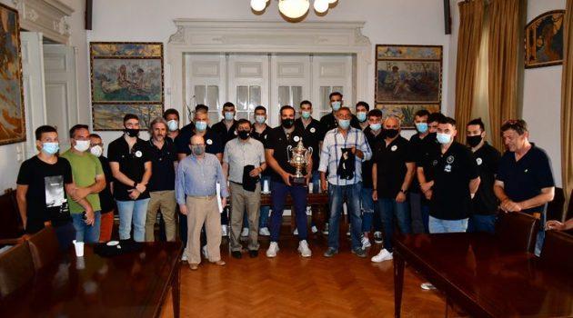 Πάτρα: Ο Κ. Πελετίδης υποδέχθηκε στο Δημαρχείο την ομάδα Μπάσκετ του Απόλλωνα (Photo)