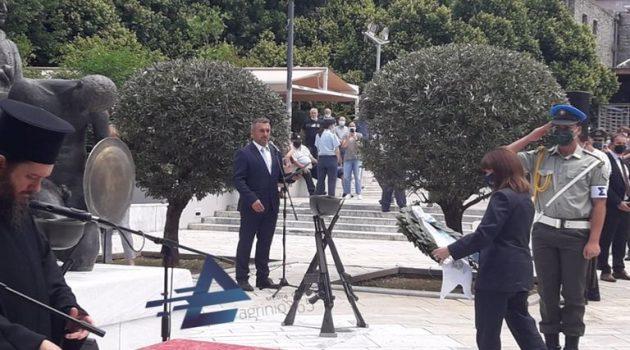 Αγρίνιο: Η κατάθεση στεφάνου από την ΠτΔ στην πλατεία Δημάδη (Video – Photos)