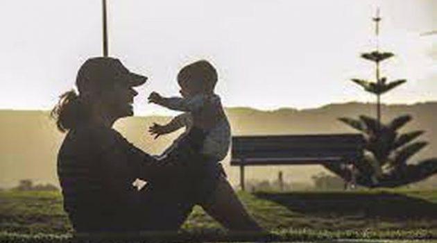 Σύνταξη νωρίτερα: Ποιες μητέρες μπορούν να βγουν από τα 60